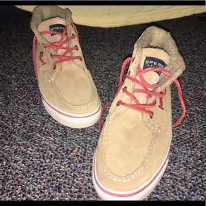 High top Sperry with fuzzy inside